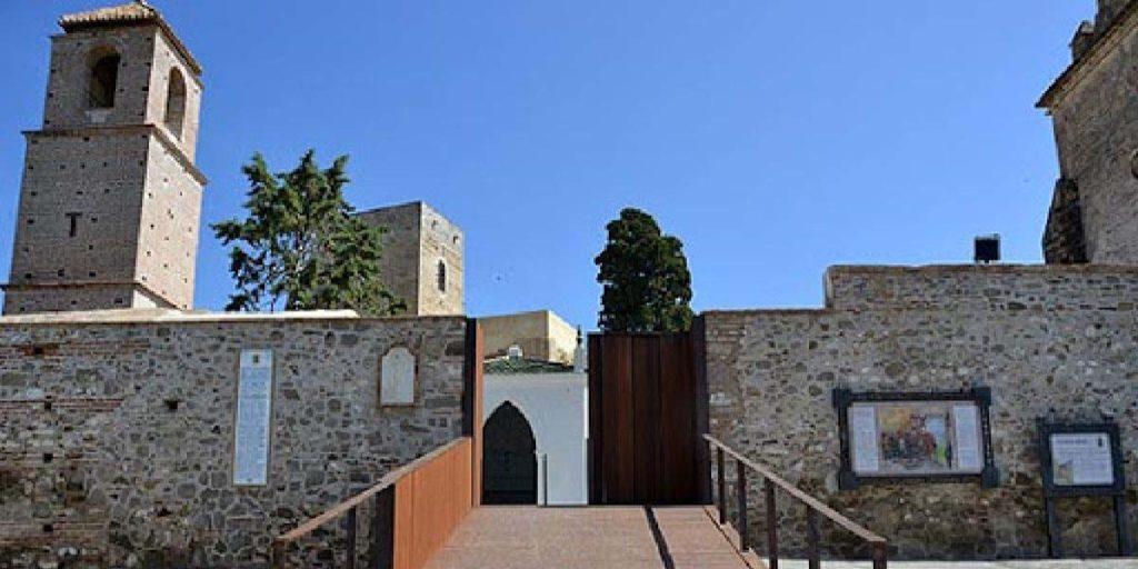 entrada castillo de alora