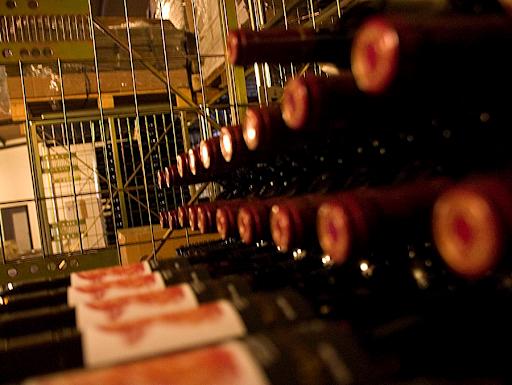 Visita a bodega Pérez Hidalgo con degustación de vinos y producto local